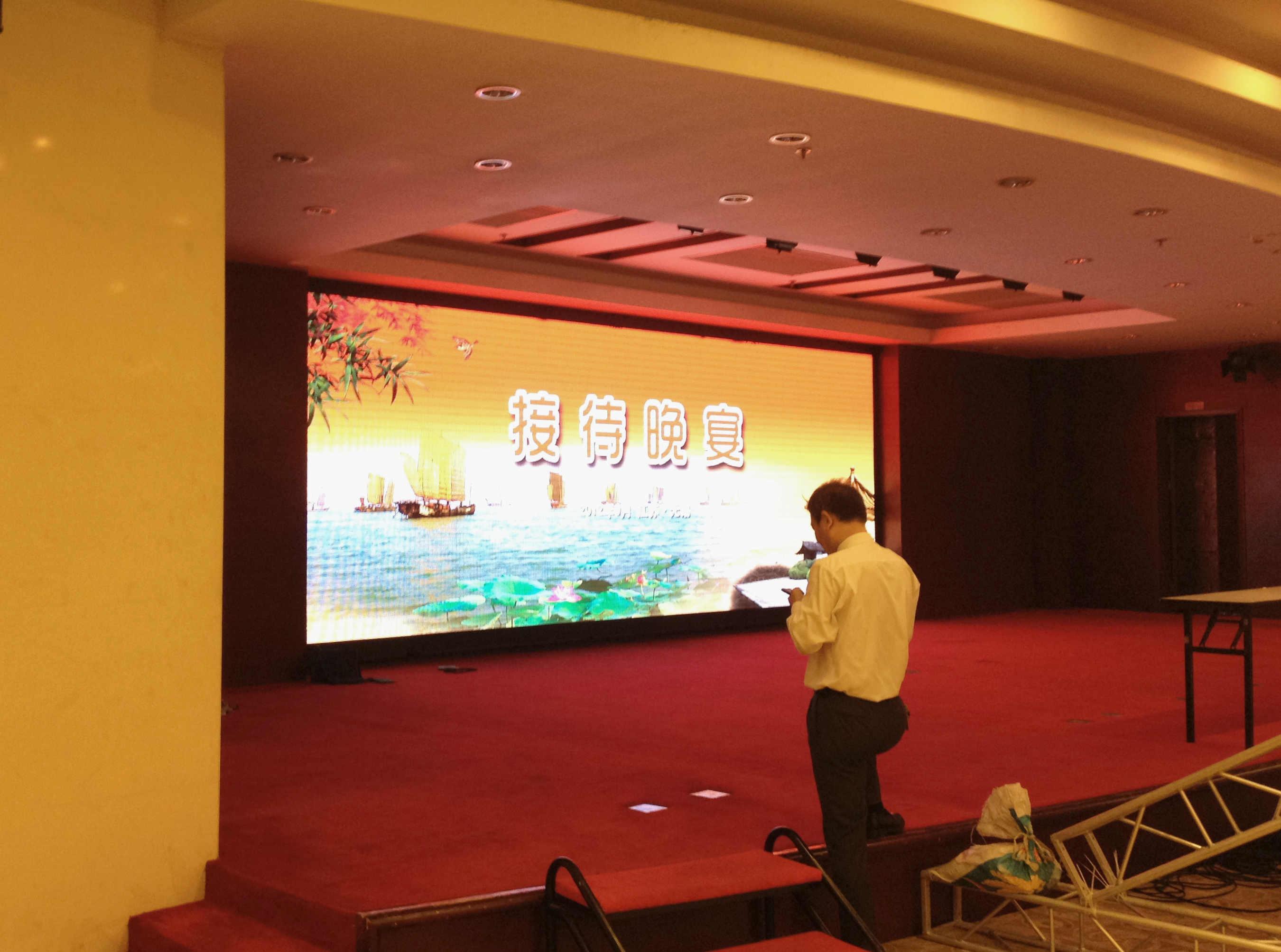 无锡华美达酒店P5全彩LED显示屏